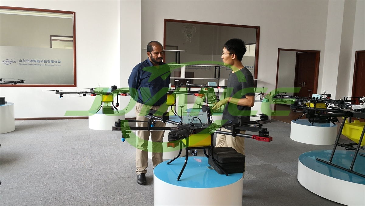 India customer visits Joyance atomizing sprayer drone