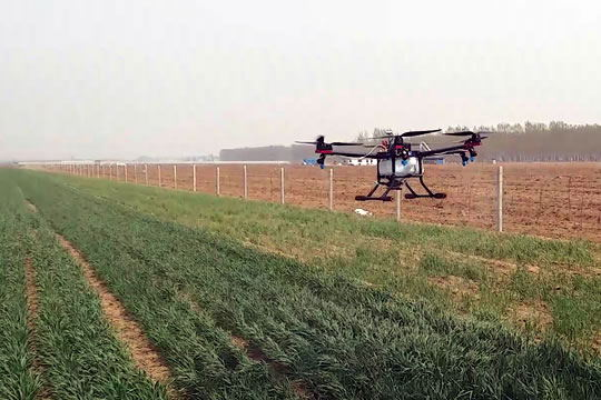 difference between UAV spraying and traditional spraying